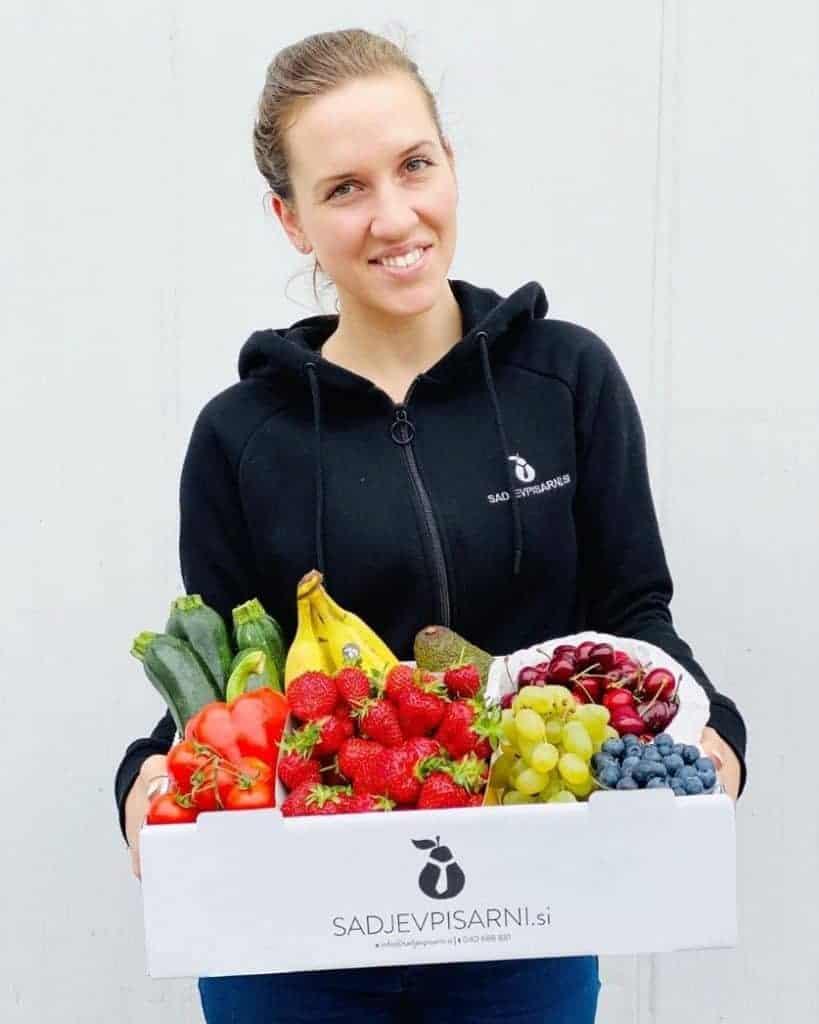 Nasmejana dostava sadja in zelenjave