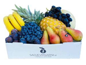 Dostava sadja v podjetje zabojček sočno poletje
